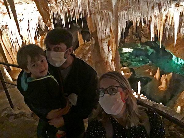 famiglia in grotta