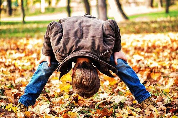 bambino autunno parco