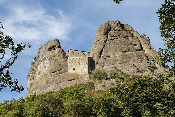 castelli della liguria castello della pietra