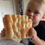 bambino mangia focaccia street food genovese