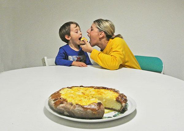 torta di riso genovese mamma e figlio