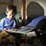 bambino legge libro gianni rodari
