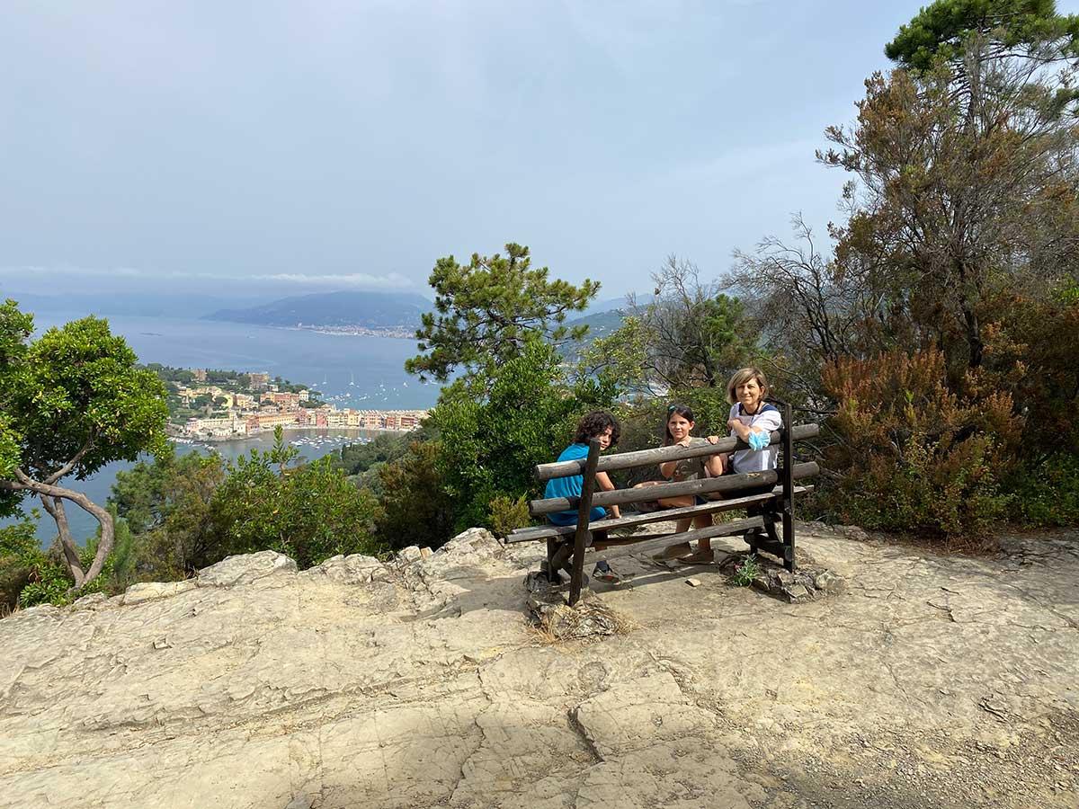 Punta manara belvedere famiglia su panchina