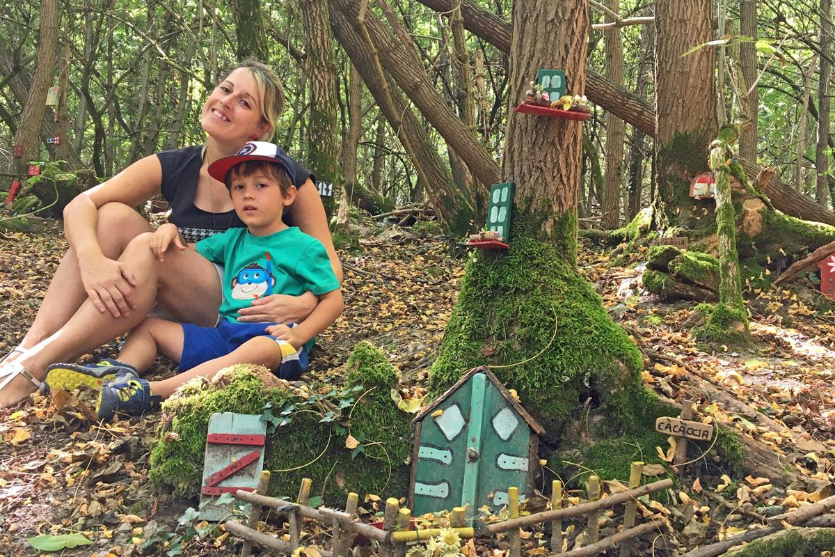 mamma e bambino bosco degli gnomi